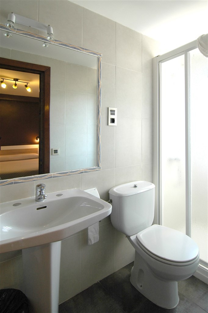 Bathroom12